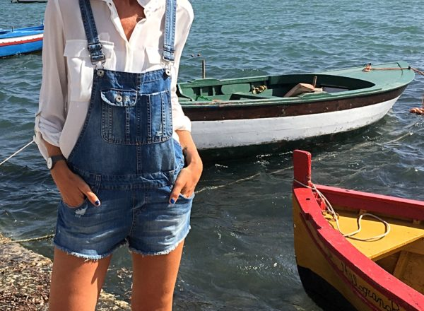 how to style denim overalls and white shirt